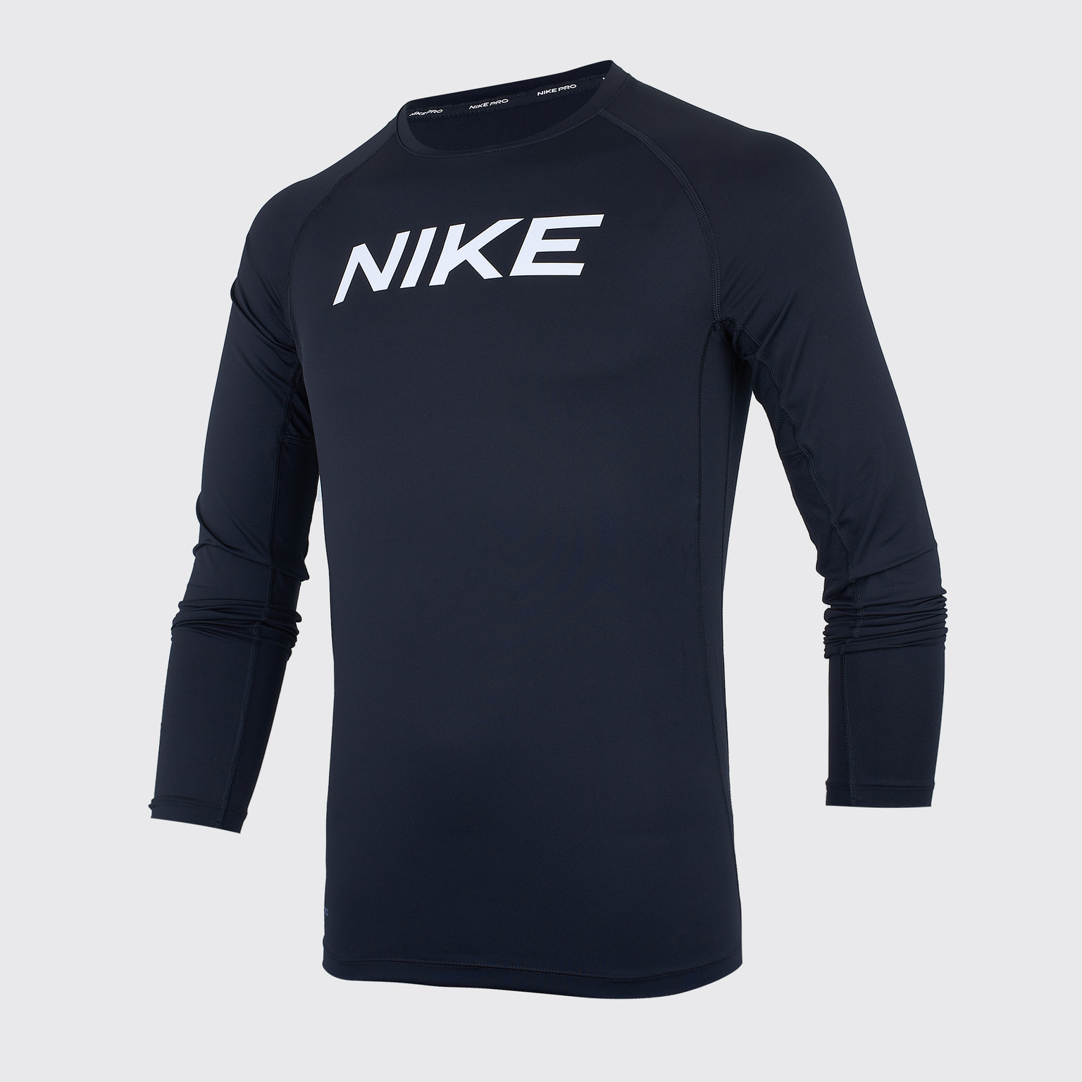 цена Белье футболка подростковая Nike Training Top CJ7711-010 онлайн в 2017 году