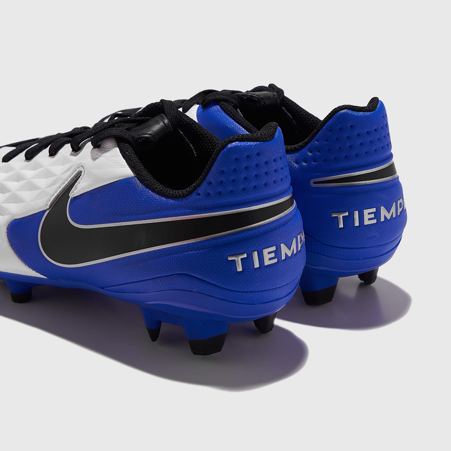Бутсы Nike Legend 8 Academy FG/MG AT5292-104