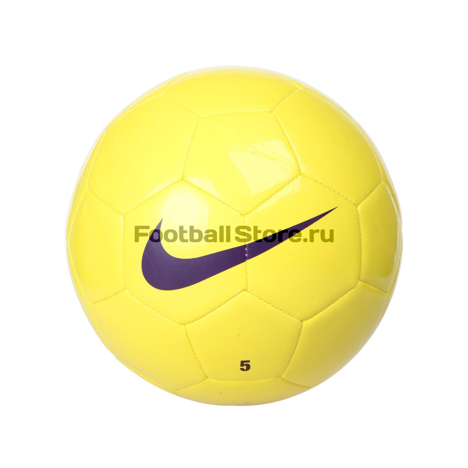 Бутсы и мяч фото